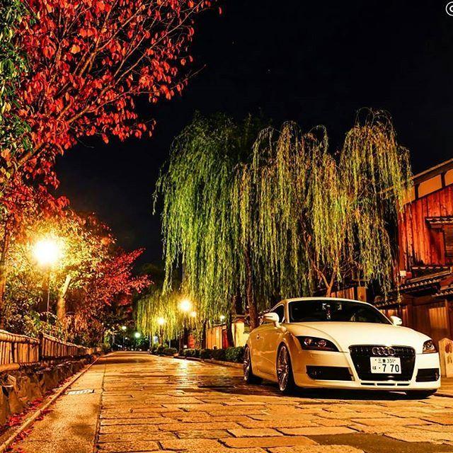 Instagram【takezoo770tt】さんの写真をピンしています。 《/📷α77Ⅱ * こんばんは🌙😃 今回の「京都お写ん歩」は八坂通りと祇園で🚗撮るのが目的で、祇園は満足できるpicが撮れました😆✨ 祇園には毎年「八坂圓堂」という天ぷら屋さんに行くんですが、本当の夜の祇園を知った気がするぐらい人の出入りがハンパなかったです💦 💴🚕タクシーの量が凄かった😅 撮影が落ち着かなかった😂 * Location : 京都 祇園 * #京都 #kyoto #祇園 #祇園白川 #白川南通 #古都 #夜景 #紅葉 #柳 #Willow #coloredleaves #단풍 #japan #nightview #야경 #bj_秋色2016 #bj_mycar #auditt #audi #tt #アウディ #cars #audination #audizine #audigramm #愛車 #instagood #audilife #audilove #audi_official *》