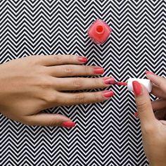 Den Weg ins Nagelstudio sparen wir uns. Nägel lackieren wir nämlich selbst am allerbesten. Die perfekten Tipps für Ungeübte und Perfektionisten!