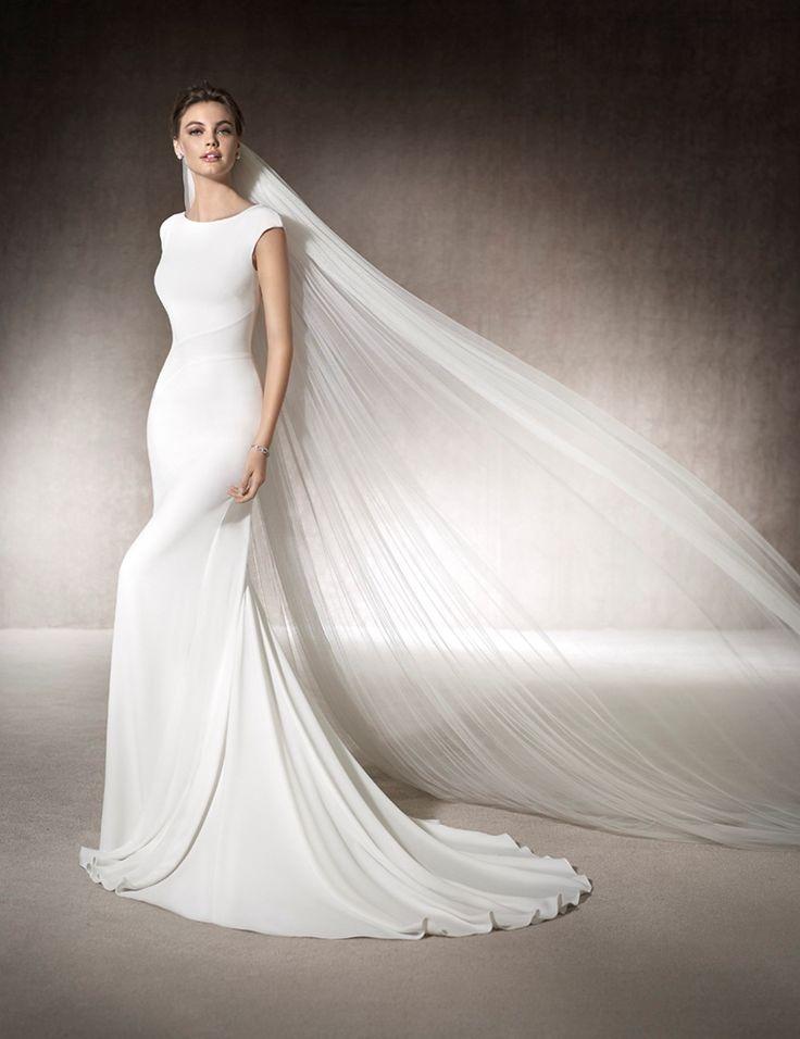 MURIEL - Elegant mermaid wedding dress in crepe, with one-shoulder neckline