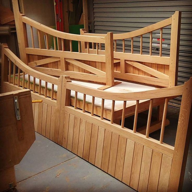 Bespoke gates in English Oak. Solid hardwood gates hand crafted in the UK. Driveway gates for the country home.