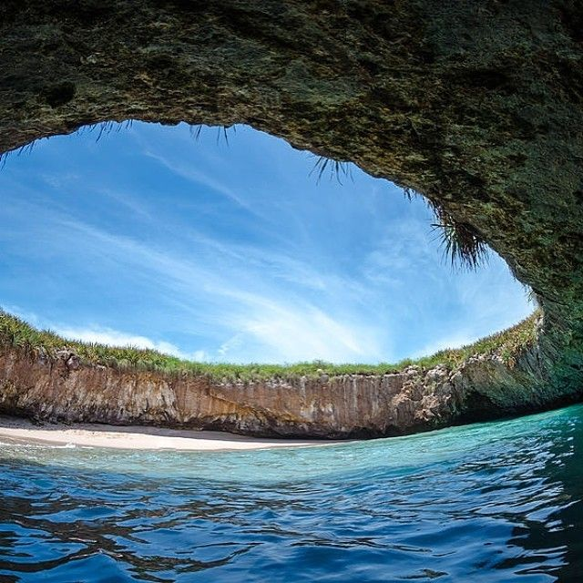 Hidden Beach, Mexico Photo by travayl