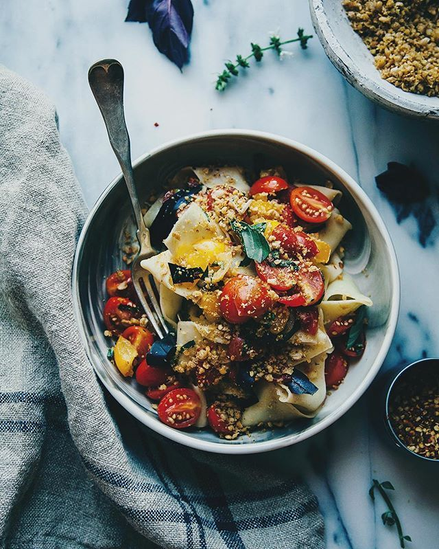 The change in weather usually brings with it a change in the type of food we like to eat. It's not just that what's in season changes – it's that need for warming, comforting meals.  Here are 21 recipes for vegan comfort food to keep you warm this autumn.
