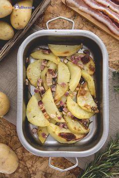 Per arrosti di carne o pesce e non solo...gli spicchi di #patate al forno con pancetta e rosmarino (bacon and rosemary potato wedges), sono un ottimo contorno da abbinare! #ricetta #GialloZafferano #italianfood #italianrecipe