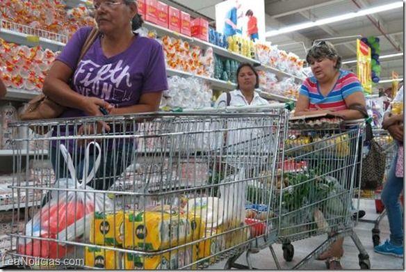 En Venezuela la canasta básica cuesta más de cuatro salarios mínimos - http://www.leanoticias.com/2015/05/20/en-venezuela-la-canasta-basica-cuesta-mas-de-cuatro-salarios-minimos/