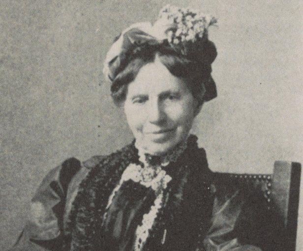 Clara Barton, el nombre popular por el que se conoce a Clarissa Harlowe Barton (1821-1912), es más conocida por haber fundado la Cruz Roja Americana. Trabajó como maestra de escuela entre 1836 y 1854 y, más tarde, como copista en la Oficina de Patentes y Marcas Registradas de EE.UU., en Washington D.C. Durante la Guerra Civil estadounidense, organizó ayuda para los soldados heridos y fue apodada el «ángel del campo de batalla». Más tarde trabajó para la Cruz Roja Internacional durante la…