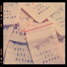 Bolsitas con arroz y papel picado para el civil. By Wedding Factory