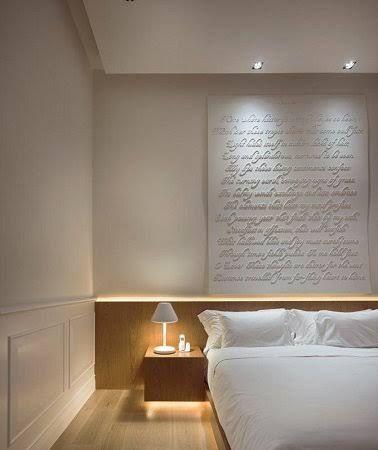 Synonyme de douceur, la chambre blanche s'annonce commeunecouleur chambre parfaite pour se reposeren toute sérénité. Lumineuse, la teinte blanche crée autour du lit une déco de chambre zen, élégante et voluptueuse. Mais si cette couleurest une valeur sûre, il convient d'éviter un mauvais usage d