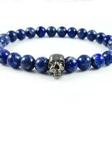 Dizarro to męska biżuteria najwyższej jakości produkowana z kamieni półszlachetnych, srebra, złota oraz kryształów Swarovski™.  Bransoletka wykonana z kamieni lapis lazuli oraz czaszki z rutenowanego srebra wysokiej próby 925.Szczegóły:- czaszka z rutenowanego srebra 925- bransoletka wkładana na elastycznej gumce- średnica kulek: 8 mm- bransoletka zapakowana w eleganckie, czarne pudełko