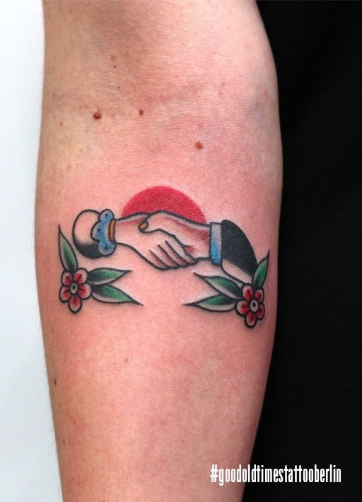 Small but mighty! Traditional shaking hands never get out of style. Done by Swen Losinsky #goodoldtimestattoo #berlin
