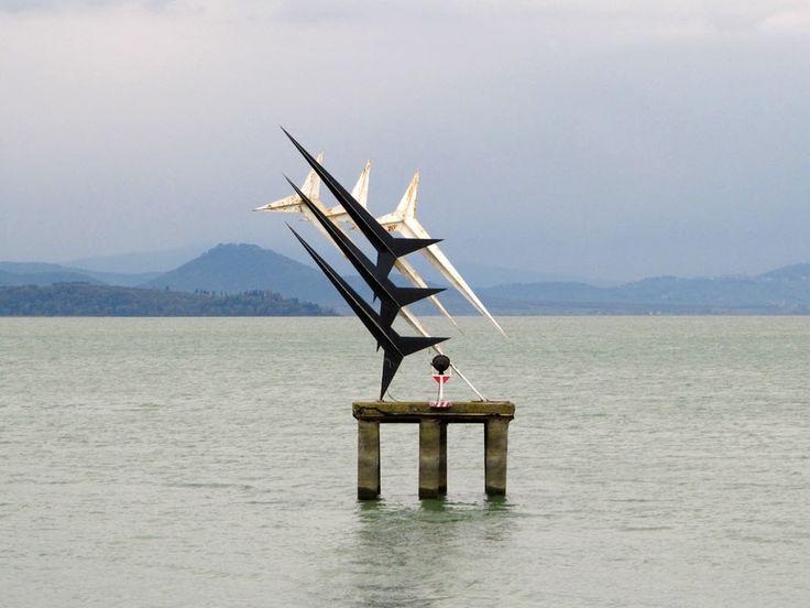 Frecce Tricolori - a Passignano sul Trasimeno [PG], viene segnalato come monumento dedicato alle Frecce Tricolori