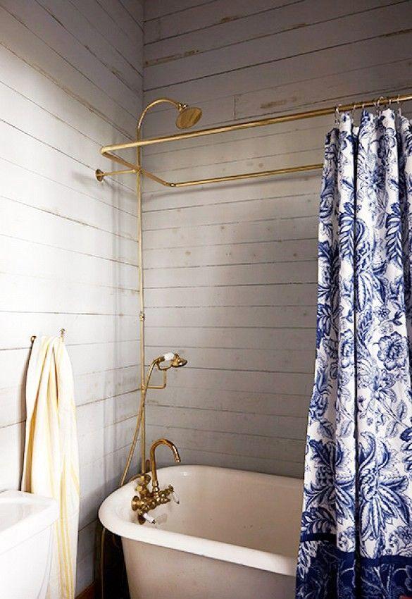 Är du ute efter en mjuk och levande, men ändå modern och stilren inredning i ditt badrum? Då kanske träpanel kan vara något för dig. Här är 16 vackra badrum med ett gemensamt, de är alla inredda med någon form av träpanel.