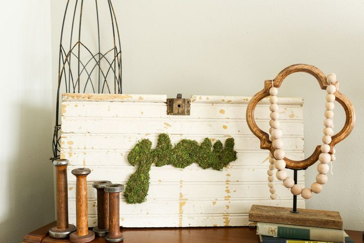 Easy to follow steps to create your own moss art for your walls! | DIY moss art | thedempsterlogbook.com