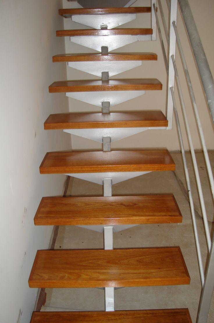 17 mejores ideas sobre escaleras de madera pintada en for Como trazar una escalera de madera