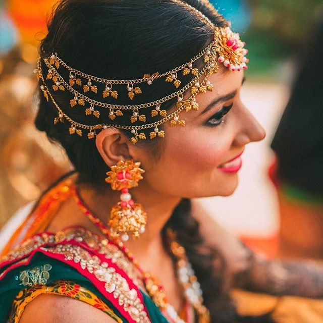 Prettiness overload! How gorgeous is bride Priyanka's gota patti maangtikka…