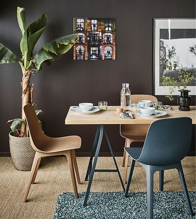 Create a cosy dining spot in your living room with modern furniture from IKEA! Try this lightweight worktop in birch (KARLBY) paired with trestles in grey (LERBERG) and chairs in different hues (ODGER). Here we went for natural/blue/green combination.