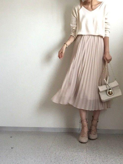 そろそろ上品な大人の女性になりたいお年頃。それならファッションから始めましょう♡そんな品のあるオトナ女子に見せたいときのスカートコーデを紹介。