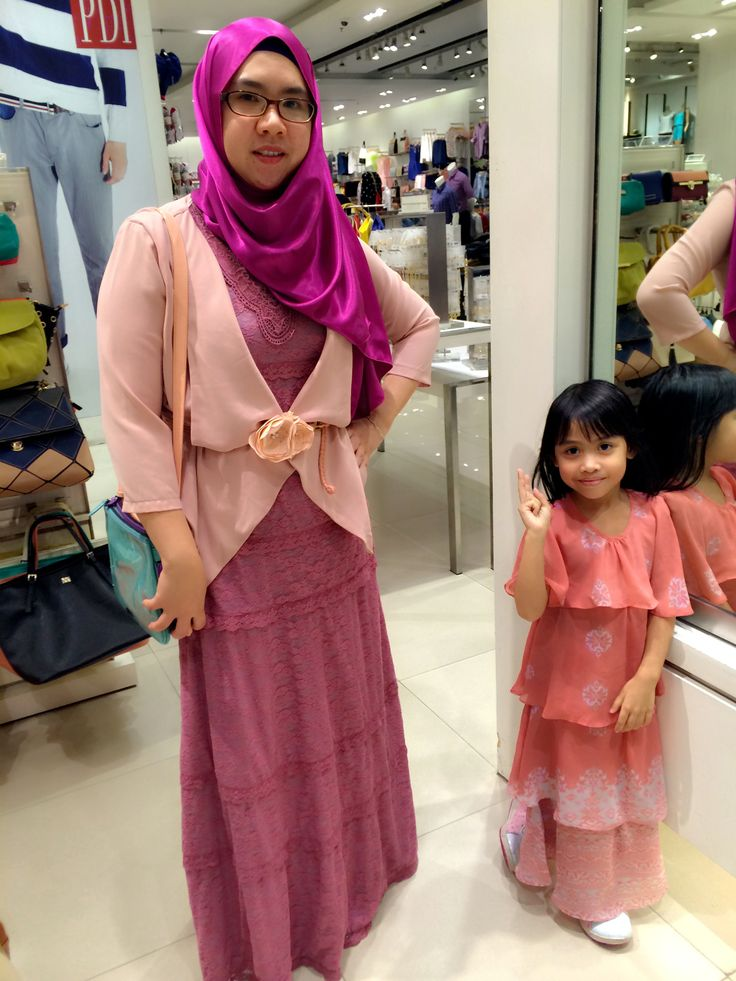 Todays outfit: Lace dress from somerset Bay n flower belt from Ria Miranda Boutique & Satin Shawl from LaceOhLace