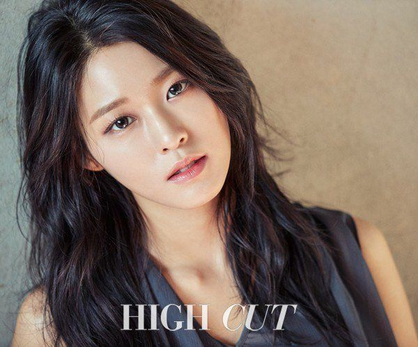 Make eye contact with AOA's Seolhyun through her new 'High Cut' photoshoot!Seolhyun wore different types of 'Acuvue' contact lenses for the pictorial,…
