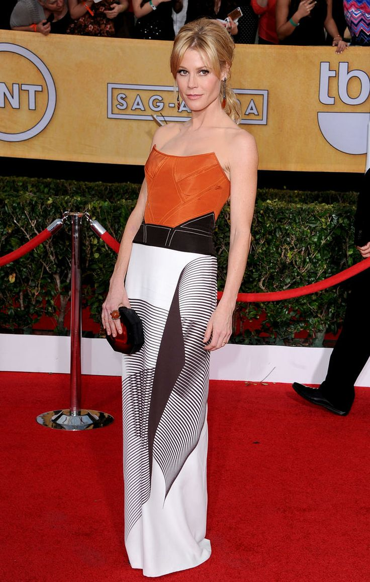 Julie Bowen got it right! This is such a well constructed dress.  Can't stop staring at it. #SAGAwards