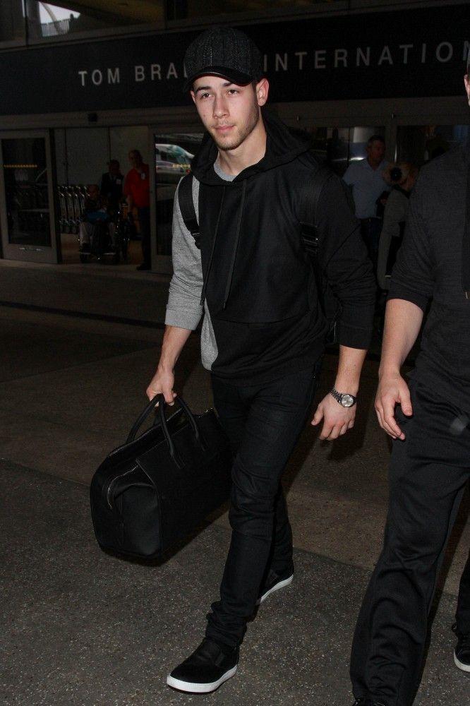 Nick Jonas 2015 Havaalanı Style Seyahat Tarzı: Brad Pitt, Luke Evans & Nick Jonas