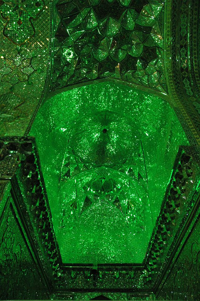 http://japan.digitaldj-network.com/articles/32732.html イランのモスク「シャー・チェラーグ廟 (Shah Cheragh)」 (via. american_rugbier)