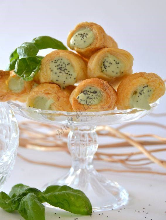 Cannoncini di sfoglia con crema di ricotta, ricetta finger food