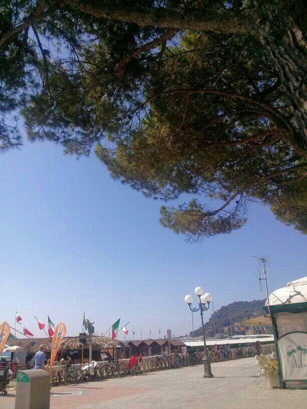 Buongiorno... noi siamo al mare a Diamo Marina sulla Riviera dei Fiori www.hotelmorchio.com