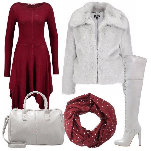 Per questo outfit: vestito manica lunga morbido, pellicciotto grigio chiaro, borsa della stessa tonalità di grigio, stivali con stringhe e tacco alto sempre grigi e scaldacollo bordeaux come l'abito.