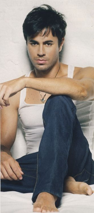 Enrique Iglesias ohhhhh come here and i will sing to you Mmmm