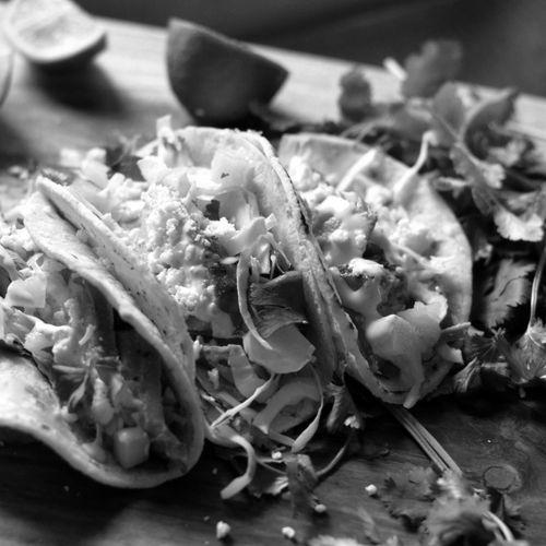 """ΤΑΚΟΣ   TACOS The Salty Pig IΠΠOKPATOYΣ 36 . AΘHNA 210.364.7445 Παραγγείλετε online αυθεντικό """"Smokehouse"""" BBQ & Street Food από την Αμερικανική ηπείρο στο The Salty Pig για διανομή στο σπίτι ή παραλαβή από το κατάστημα. #τακος #tacos #thesaltypigathens #αθηνα"""