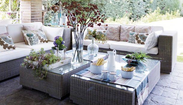 Con el buen tiempo, apetece estar en la #terraza o el #porche. Toma nota de estas ideas para acondicionarlos y lograr ambientes frescos y cómodos.