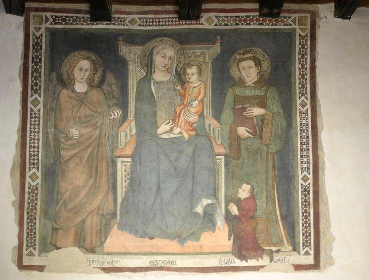 Anonimo - Madonna in trono con Gesù bambino - affresco trecentesco - ufficio accanto al Museo Diocesano nel cortile della chiesa di S. Eufemia, Spoleto