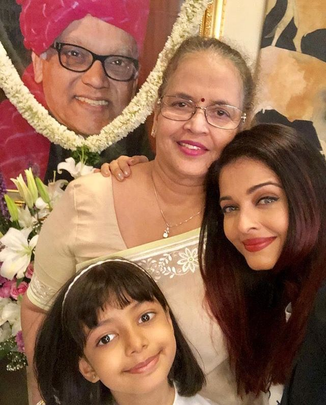 Aishwarya With Her Mother Vrinda Rai And Her Daughter Aaradhya Bachchan With A Picture Of Her Late Father K Aishwarya Rai Bollywood Actress Remembering Father