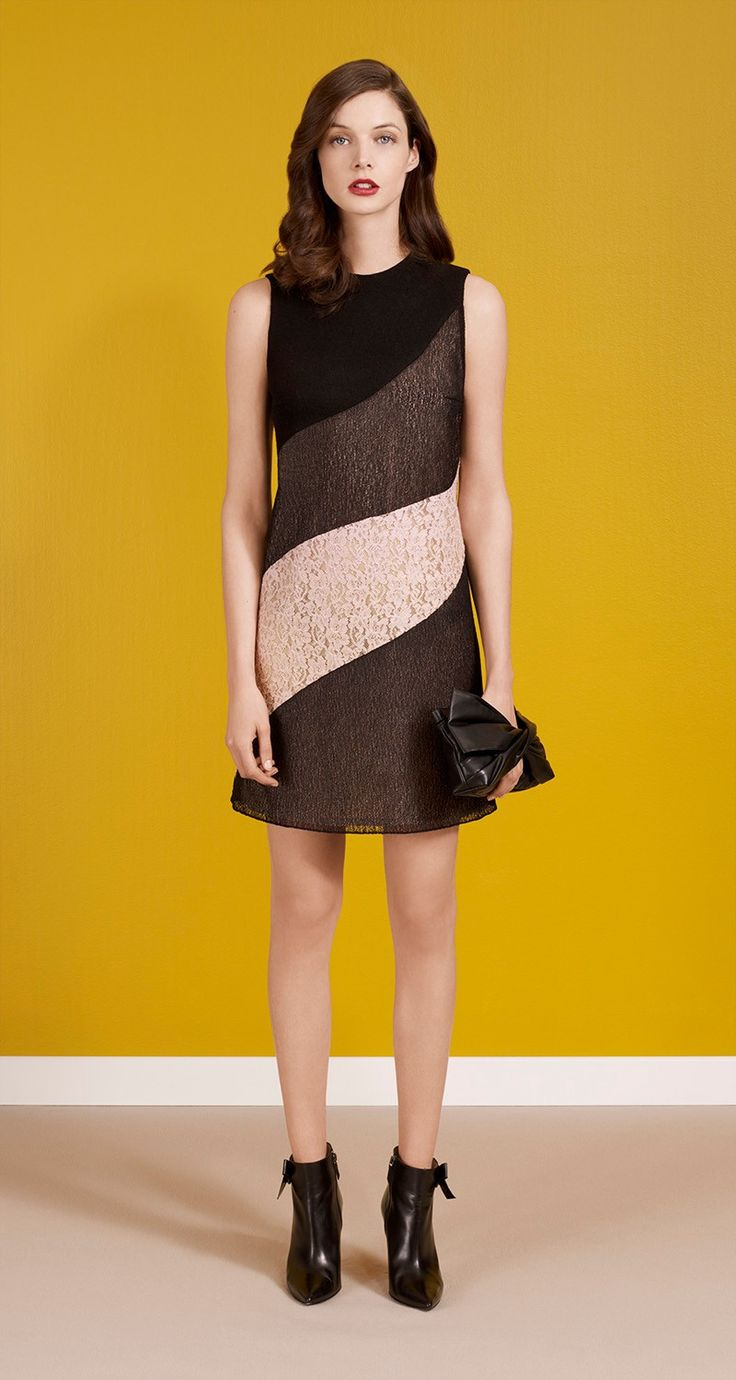Three-fabric sleeveless dress in drape jersey, lace and mesh. Pink lace and black mesh inserts. Back darts. Back zip fastening. Length: 45 cm.