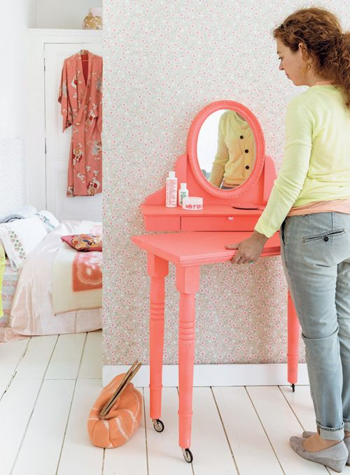 Dressing Table on Wheels DIY From 101 Woonideeen Magazine. Of course in a manly color. vanity + surface