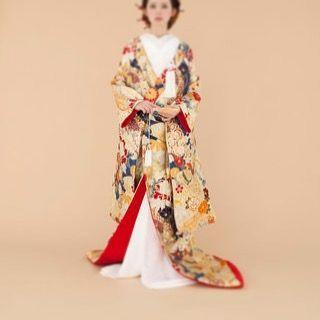 【bridal_costume_nijo】さんのInstagramをピンしています。 《和装コレクション‼︎ . 目線の違う商品をどうぞ… 季節を選びません‼︎ . いつもたくさんに いいね ありがとうございます! . #広島 #nijo #和装 #着物 #花柄 #gold #white #レンタル #bride #bridal #ブライダル #wedding #ウェディング #プレ花嫁 #anniversary #happy #ハッピー #princess #春 #さくら #桜 #spring #夏 #summer #秋 #もみじ #momiji #紅葉 #autumn #party》