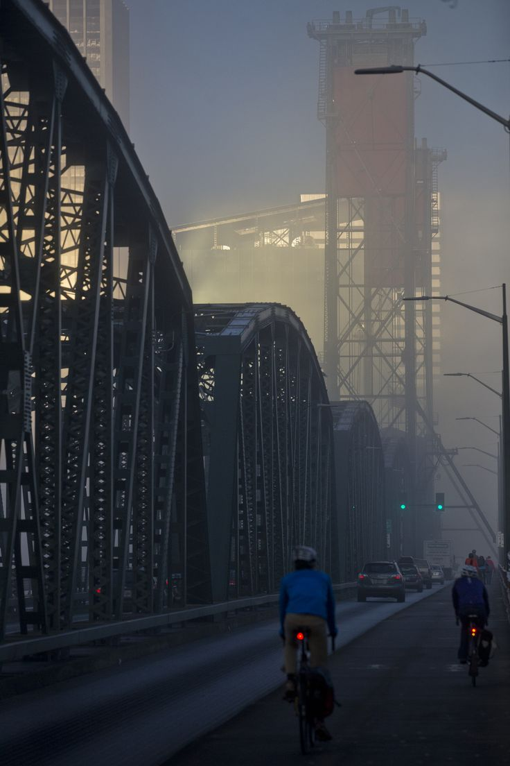 Fog blanketed downtown Portland on the morning of Friday, November 4, 2016.   http://www.oregonlive.com/#/0