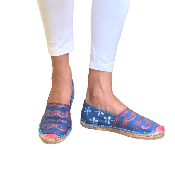 Apargatas pintadas a mano talavera mexicana, alpargatas mexicanas modernas, diseñadores talavera, bandera americana alpargatas, bandera EEUU via Mexico fashions. Click on the image to see more!