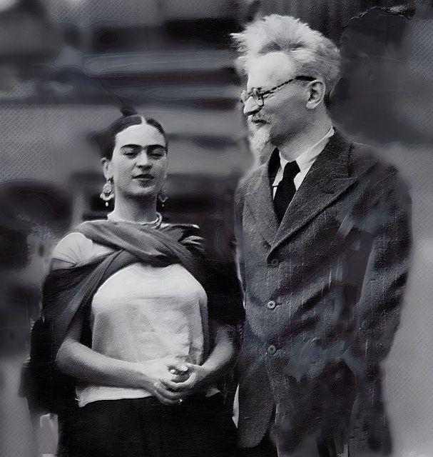 TEVE UM CASO COM TRÓTSKI: Comunistas e amigos de revolucionários, Frida e o marido, o pintor Diego Rivera, abrigaram Leon Trótski, sua mulher e netos em sua casa. Cartas trocadas entre o líder da revolução russa e a pintora mostram que eles tiveram um romance em 1937, mais tarde descoberto por Rivera
