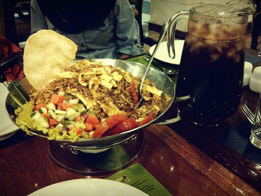 Satu wajan Nasi Goreng + satu pitcher es teh