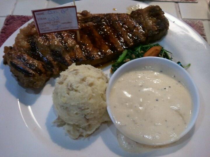 Sirloin wagyu steak at holycow radio dalam, jakarta
