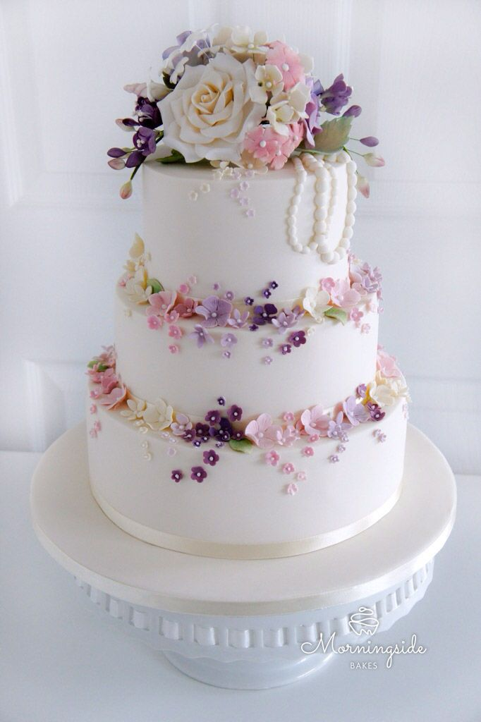 3 Tier Wedding Cake With Handmae Sugar Blossoms And Flower Bouquet On Top Cakes Pinterest