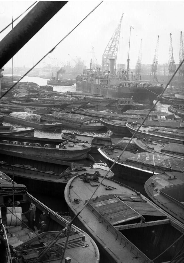 London Docks 1939