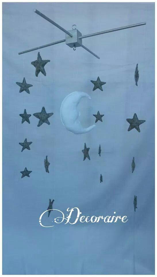 Móvil decorativo de fieltro. Compuesto por 17 estrellas y su luna.100% handmade