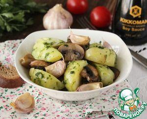 Салат с картофелем, грибами и печеным чесноком