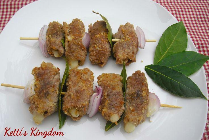 Ketti'sKingdom...: ricette siciliane ecco una ricetta che ho provato a Bagheria in casa di mia nuora; non solo con la carne,confezionate nelle macellerie, ma con fette di pesce spada che trovate già confezionate, ovviamente nelle pescherie.Una insalatona e qualche fetta di pane vanno bene per un pranzo o una cena.