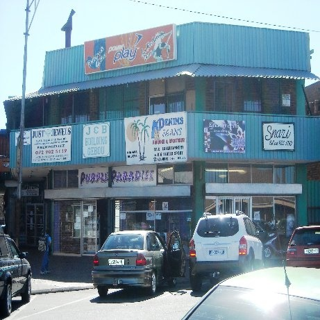 Retail shopping mall located in Three Rivers North in Vereeniging. This mall offers approximately 1600 square metres GLA and is fully let. Gross monthly rental income is R 36 000 which makes this an attractive investment.