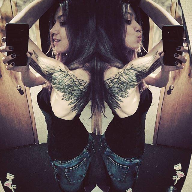 Ну как? #ночное #неспится а ничего так #пазлсложился  #обедве #наэтуинату #тату да почти #долоктей #толькосдругойстороны #налейтемамевалерьянки #наденудвакрылаиулечу #ещенедоделала #мимими #крылья #tattoo #tattooed #tattooedgirl #ink #inkedgirls #inked #instatattoo #tattooedgirls #girl #cute #wingstattoo #tattoowings #wings