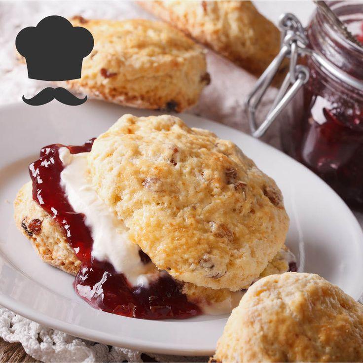 Snart Morsdag og Valentine. Hvorfor ikke i den anledning overraske noen med en deilig frokost på senga? Oppskrift på scones som faller i smak!