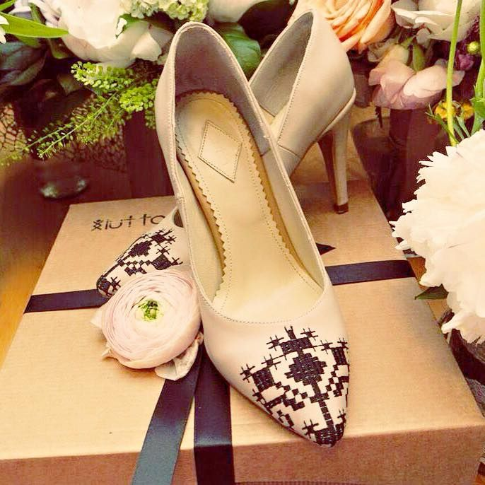 Iutta embroidered leather shoes in cream leather with black accents. Comes in a beautiful gift box with bow and card. #flowers #shoes